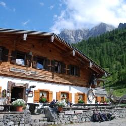 Schutzhütte Binsalm, Karwendel, Wandern, Sonnenterrasse, genießen