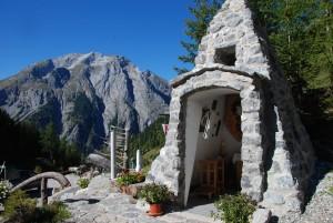 Kapelle bei der Binsalm mit Panorama