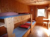Dreibettzimmer im Haupthaus auf der Binsalm
